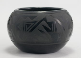 Black Sgraffito Minnie Vigil (Santa Clara) Pot