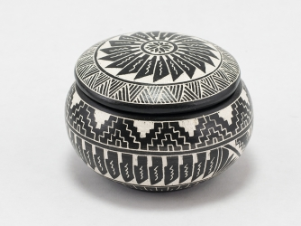 Black & White Etched Jewelry Box by Navajo Yabeny